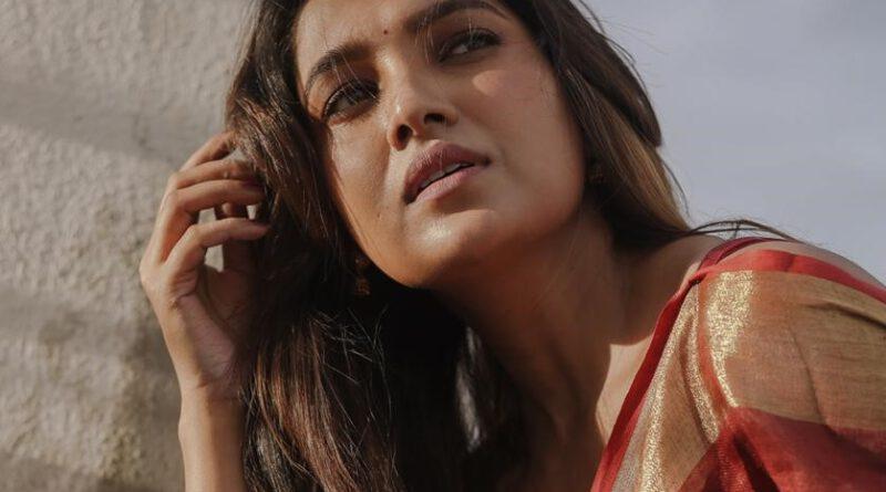 Actress Vani Bhojan Latest Stills
